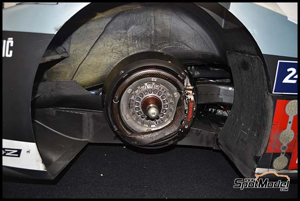 The brake system on the actual car... / El sistema de frenos del coche real...